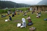 Au Cachemire indien, un retour à l'école sous les nuages
