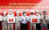 Le PM examine les travaux de l'autoroute Trung Luong - My Thuân