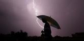 Inquiétude autour du changement climatique après la mort de 147 personnes foudroyées