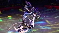 Un programme de cirque en lhonneur des forces navales et des garde-côtes