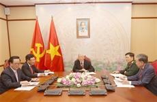 Le chef du Parti Nguyên Phu Trong sentretient avec le Premier ministre Hun Sen