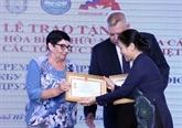 Des responsables russes à HCM-Ville honorés avec des insignes