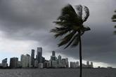 Déjà meurtrie par le Covid-19, la Floride se prépare à affronter l'ouragan Isaias