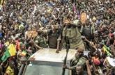 Mali : les militaires de la junte acclamés par la foule à Bamako