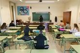 Classes réduites et masques : les écoliers européens retrouvent l'école
