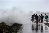 Isaias s'approche de la Floride en tant que tempête tropicale