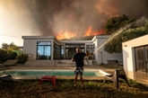 Incendie près de Marseille : 2.700 personnes évacuées, le feu pas encore maîtrisé