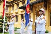 Cérémonie de lever du drapeau de l'ASEAN à Hanoï