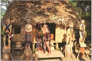 Les sculptures sur bois lâme des Co Tu