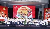 Un vice-Premier ministre offre des cadeaux aux enfants défavorisés