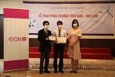 Remise de cadeaux à des stagiaires vietnamiens au Japon