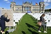 Allemagne : 13.000 chaises devant le Reichstag pour les migrants à Lesbos
