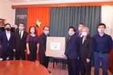 COVID-19 : don de masques médicaux à la communauté des Vietnamiens en R. tchèque