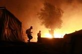 Un énorme incendie ravage le plus grand camp de réfugiés à Lesbos