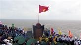 Cérémonie de salut au drapeau national et d'accueil des premiers touristes de 2021 à l'extrême-Est