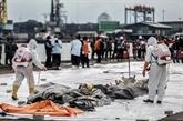 Les plongeurs repêchent quantité de débris et de restes humains