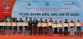Remise de 16.000 drapeaux aux pêcheurs de la province de Phu Yên