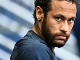 Football : Neymar se moque des rumeurs de réveillon à 500 invités