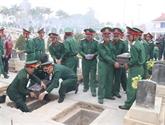 Diên Biên : inhumation des restes de 13 soldats volontaires et experts vietnamiens tombés au Laos