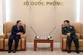 Le général Ngô Xuân Lich reçoit l'ambassadeur du Laos au Vietnam