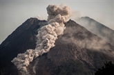 Indonésie : le volcan Merapi entre en éruption