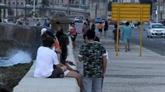 Après neuf mois sans plage, première baignade pour les Havanais