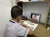 Quarante villes et provinces organisent des cours en ligne et à la télé