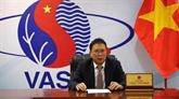 Un professeur et académicien vietnamien honoré par l'Académie nationale des sciences de Biélorussie