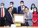 Anti-COVID-19 : le Premier ministre salue le personnel de santé