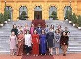 La vice-présidente reçoit des femmes diplomates étrangères au Vietnam