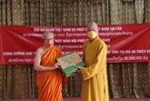 Don des bouddhistes vietnamiens au Laos pour les moines lao en difficulté