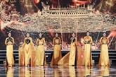 La beauté de la tunique traditionnelle des femmes vietnamiennes