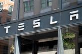 Tesla, dopé par une commande de 100.000 voitures, vaut 1.000 milliards d'USD