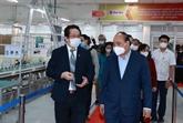 Le chef de l'État visite deux entreprises gérées par des personnes âgées