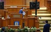 La Roumanie plonge dans l'instabilité politique après la chute du gouvernement