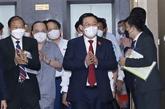 Le président de l'Assemblée nationale rencontre des hommes d'affaires vietnamiens