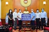COVID-19 : don de 570.000 USD de la communauté des Vietnamiens à l'étranger