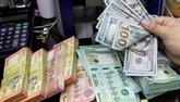 Le dollar faiblit, la livre au plus haut depuis près de trois ans