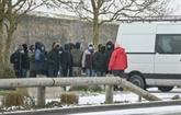 À Calais, des migrants entre besoin vital de chaleur, méfiance et rage de passer en Angleterre