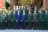Le chef du gouvernement rend visite aux forces armées à Dà Nang