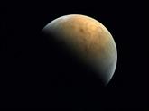 Première image de Mars par la sonde Hopedes Émirats