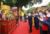 Nguyên Phu Trong fait offrande de baguettes d'encens à la Cité impériale de Thang Long