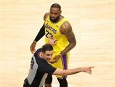 NBA : LeBron James cloue le bec aux fans des Hawks
