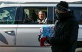 États-Unis : les Texans, transis de froid, font la queue pour de l'eau potable