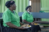 En Afrique du Sud, on sauve les légumes abîmés pour apaiser la faim