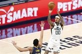 NBA : les snipers du Jazz battent Charlotte, les Lakers dominés en prolongation