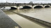Crue de la Seine : inquiétudes pour la péniche Louise-Catherine