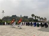 Les dirigeants de Hô Chi Minh-Ville rendent hommage aux héros morts pour la Patrie
