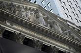 À Wall Street, le Dow Jones termine à un record après le vote du plan de relance
