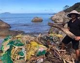 Des fervents du ramassage de déchets à Dà Nang